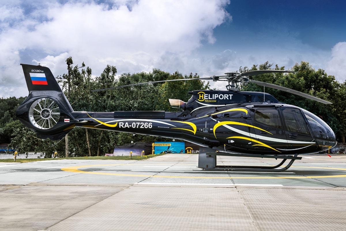 Вертолет Авиакомпании Heliport-M RA-07266 на стоянке