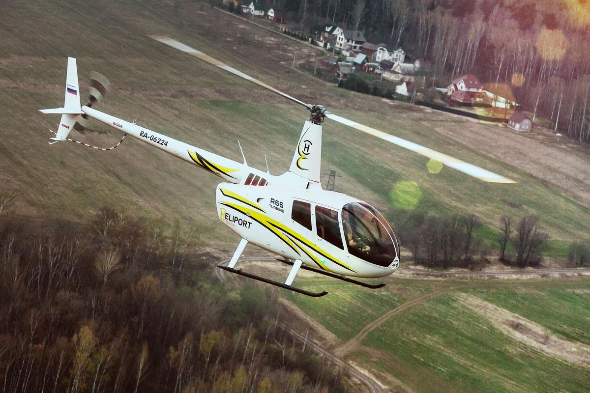 Вертолет RA-06224 Авиакомпании Heliport-M над полями и огородами